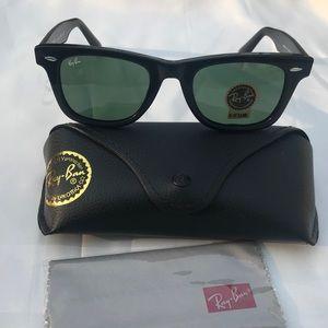 Dark green lenses wayfarer 2140 sunglasses